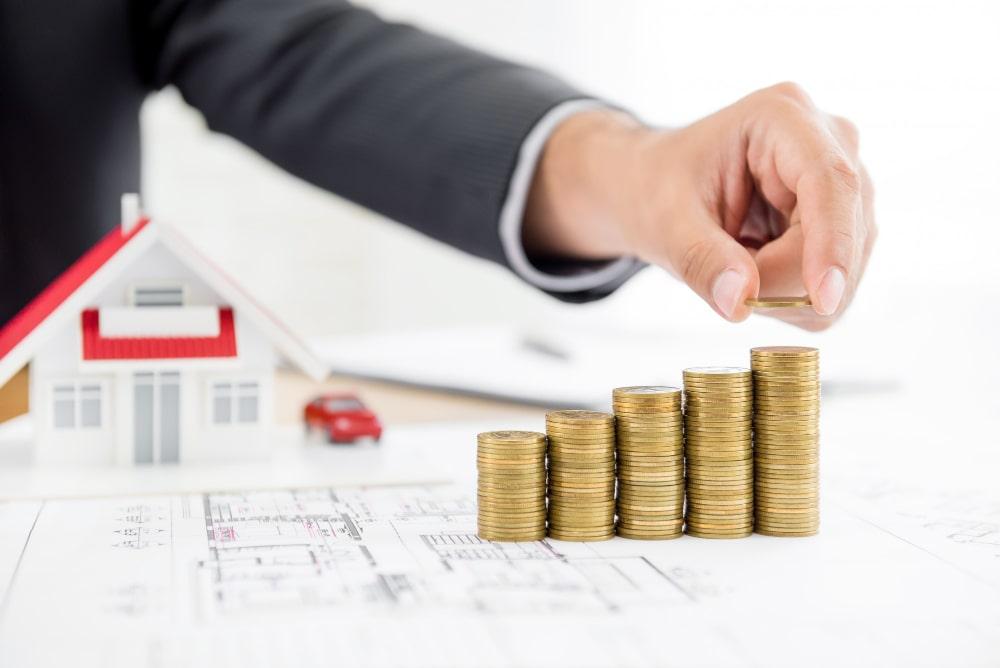 Mann-nutzt-Immobilien-für-Kapitelanlage-bei-Spandau